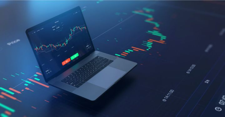 02_Trading-chart-on-laptop-with-technical-indicators.jpg